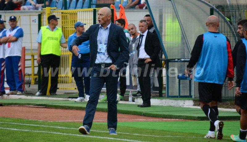 """Leo Grozavu rămâne antrenorul echipei FC Botoşani. Valeriu Iftime: """"Nu îl ţin pe Leo din cauza unor bani pe care ar trebui să-i plătim la rezilierea contractului. Nici nu vrea bani pentru perioada în care echipa nu are rezultate"""""""