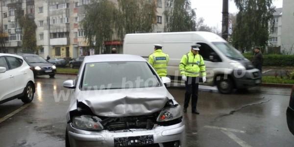 Şefa DSV Botoşani a fost implicată într-un accident rutier FOTO