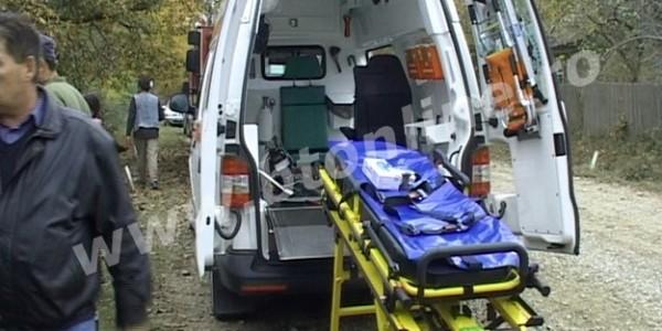 Două persoane decedate în beciul casei. S-au intoxicat cu gazele emanate de mustul din butoaie FOTO