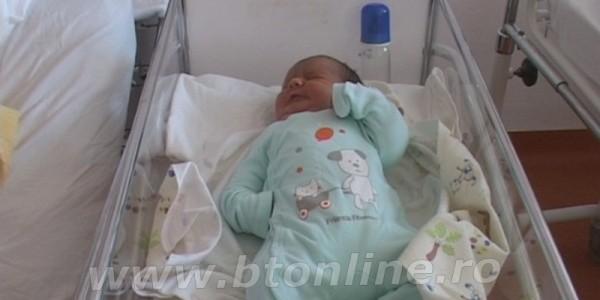 Bebeluş de 5,1 kilograme născut la Maternitatea Botoşani FOTO