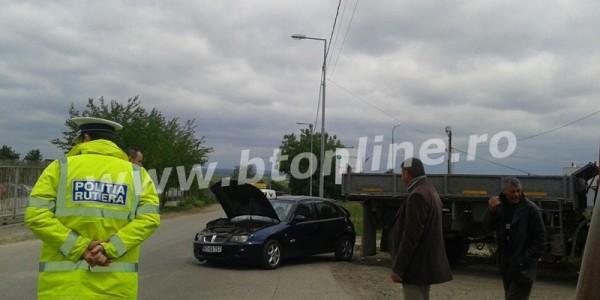 Accident grav în zona industrială a municipiului Botoşani. O şoferiţă a ajuns la spital GALERIE FOTO