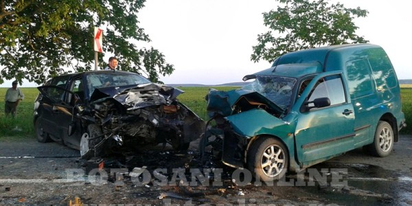 TRAGEDIE în judeţul BOTOŞANI. Accident cu doi moţi şi doi răniţi GALERIE FOTO
