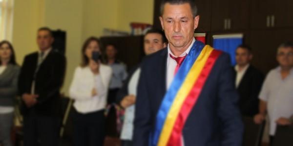 Primarul comunei Stăuceni a fost condamnat la doi ani de închisoare într-un dosar de contrabandă cu ţigări