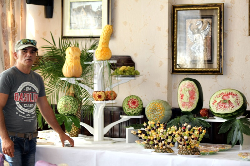 constantin pocai, sculptor in fructe si legume (1)