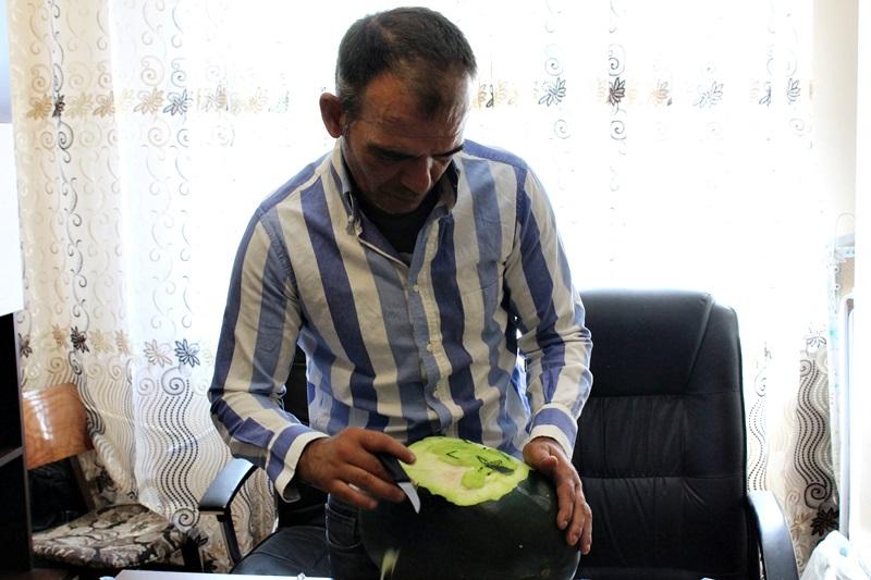constantin pocai, sculptor in fructe si legume (2)