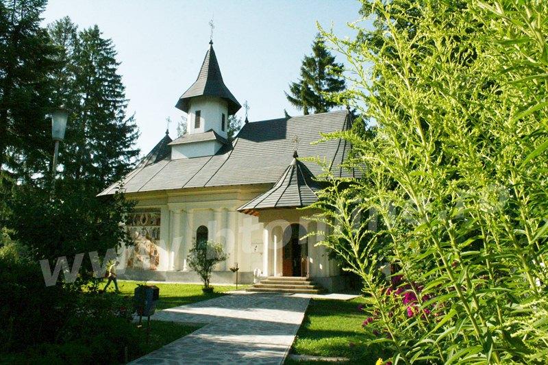 Sihăstria Voronei - 400 de ani de istorie şi minunile Sf. Onufrie GALERIE FOTO - Stiri Botosani
