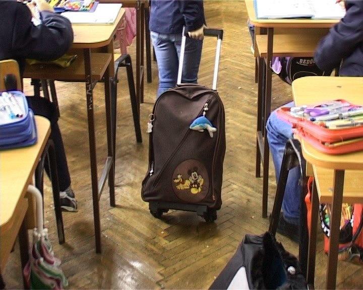 elevi ghiozdane scoala rechizite