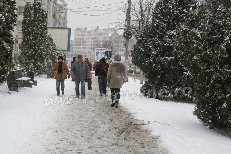 iarna pietoni trotuar (1)