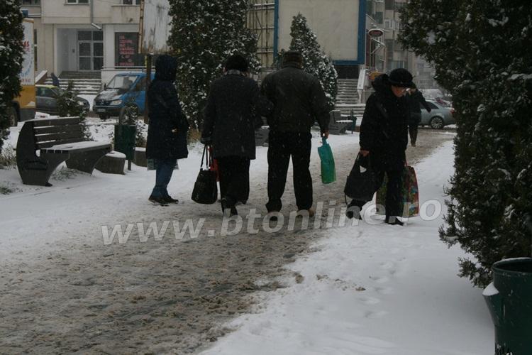 iarna pietoni trotuar (2)