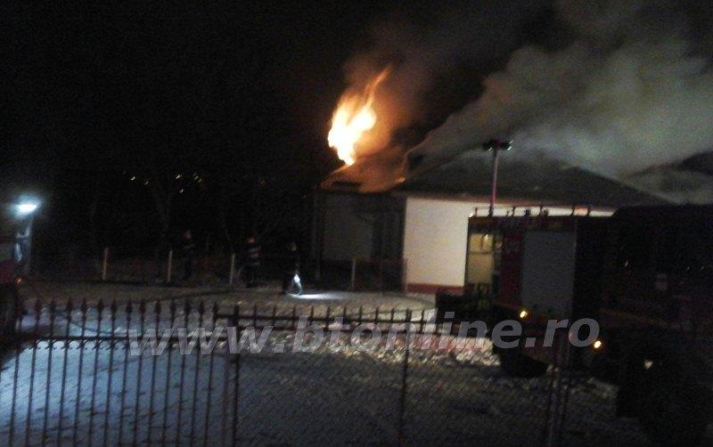 incendiu scoala rachiti