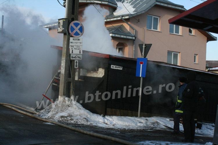 incendiu strada codrului botosani, isu, pompieri (1)