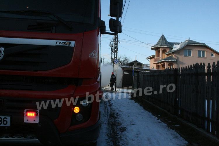 incendiu strada codrului botosani, isu, pompieri (10)
