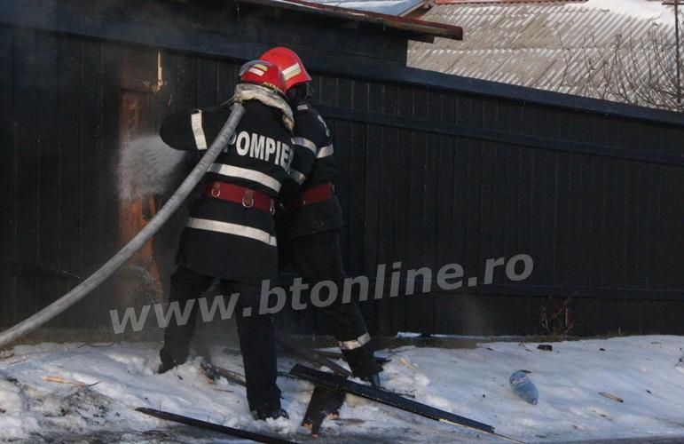 incendiu strada codrului botosani, isu, pompieri (4)