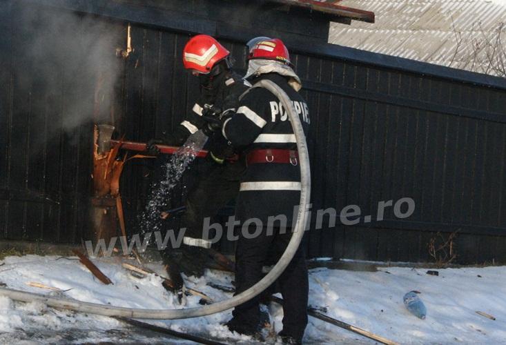 incendiu strada codrului botosani, isu, pompieri (5)