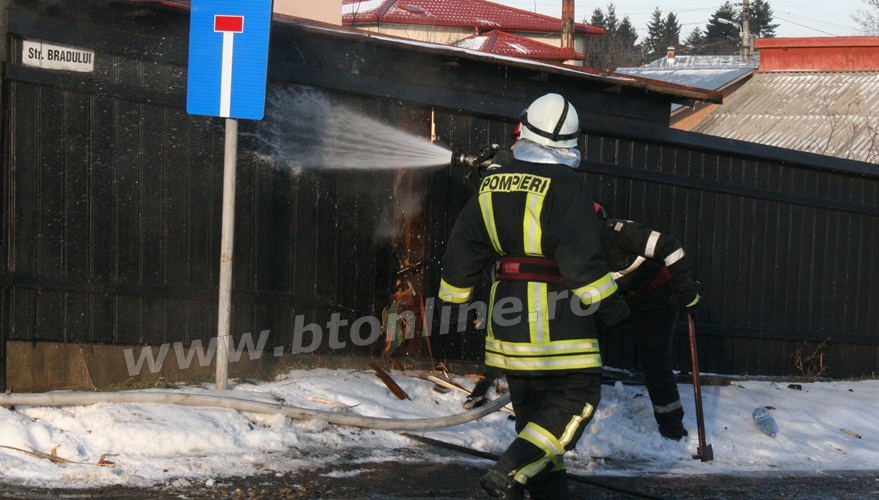 incendiu strada codrului botosani, isu, pompieri (7)