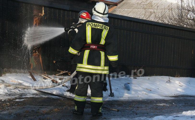 incendiu strada codrului botosani, isu, pompieri (8)