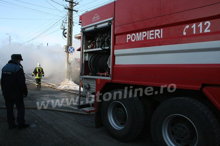 incendiu strada codrului botosani, isu, pompieri (9)