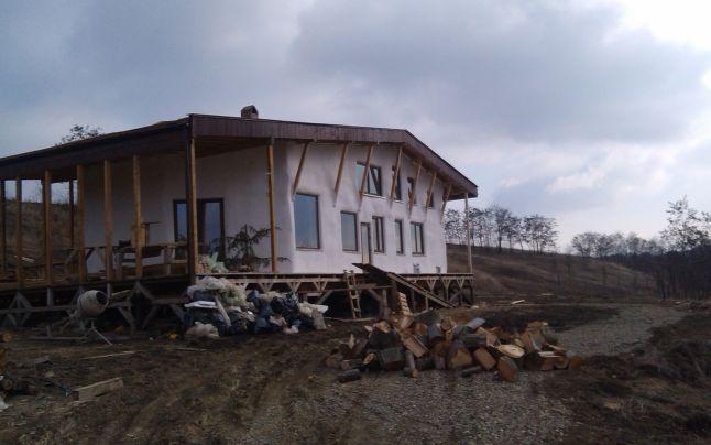 casa din paie