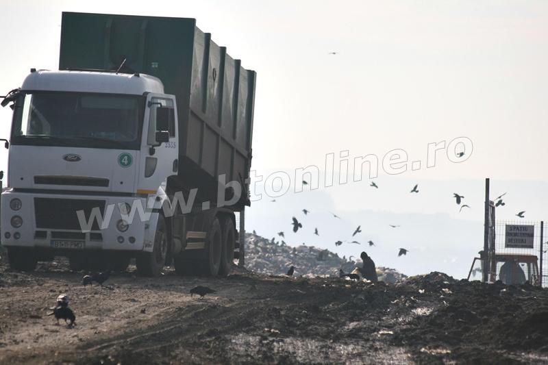 groapa de gunoi, masina deseuri (4)