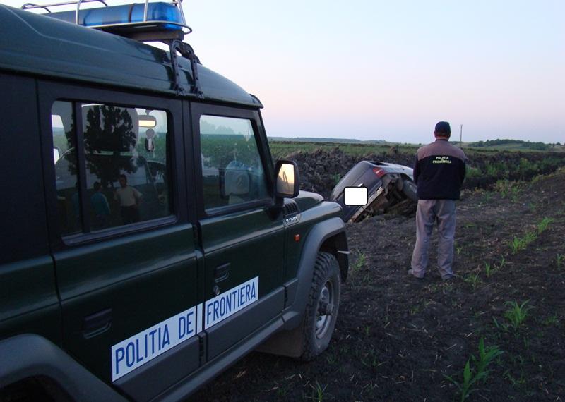 politia de frontiera, masina rasturnata