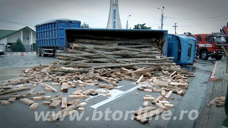 camion cu lemne rasturnat (1)