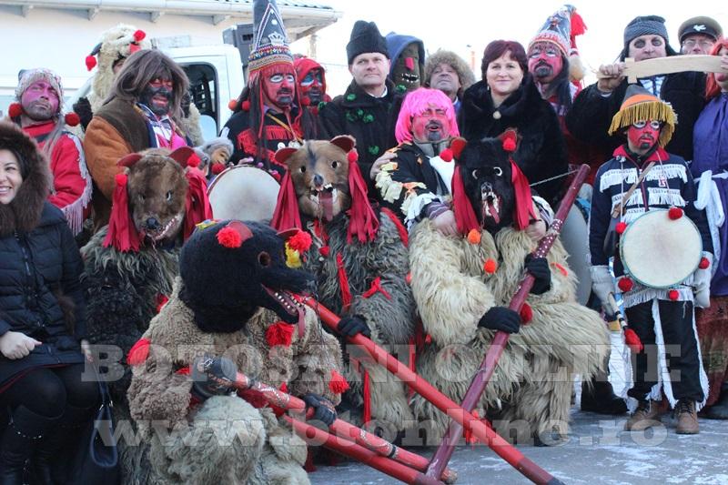 Vorona, traditii, datini si obiceiuri 31 decembrie 2015  (11)
