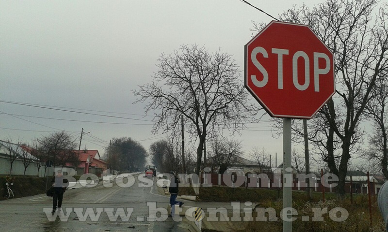 accident oraseni, tractor, dacia logan (1)