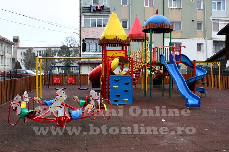Saveni, parc de joaca  (4)
