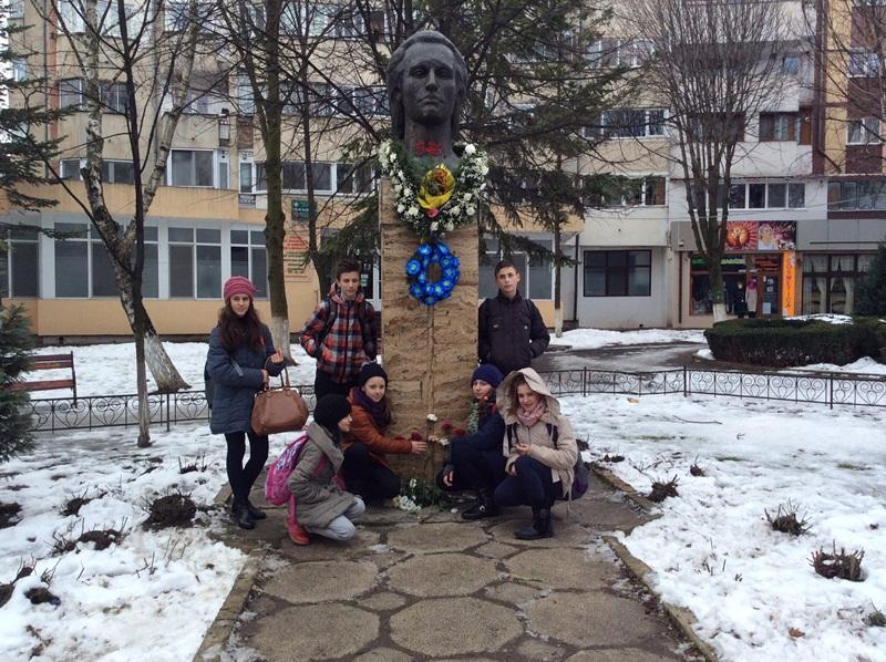 elevi scoala 11 statuie