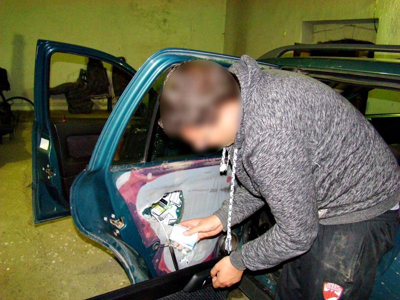 politia de frontiera tigari in masina (4)