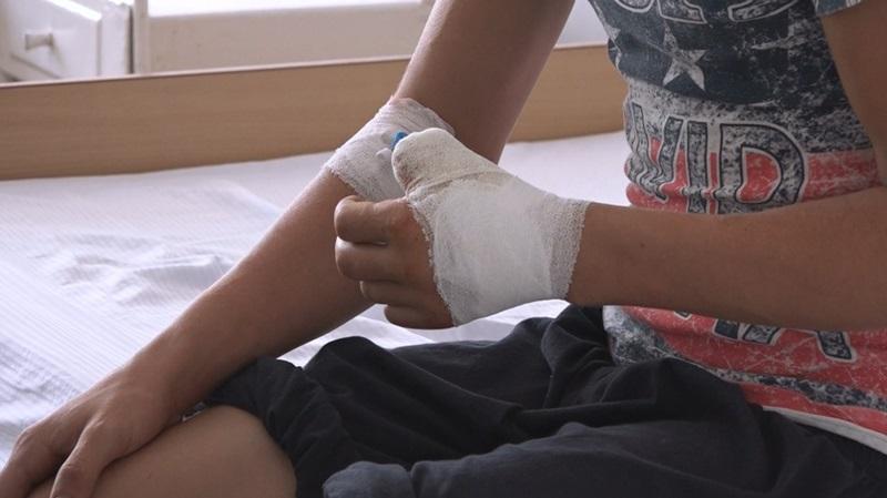 copil pediatrie, deget taiat