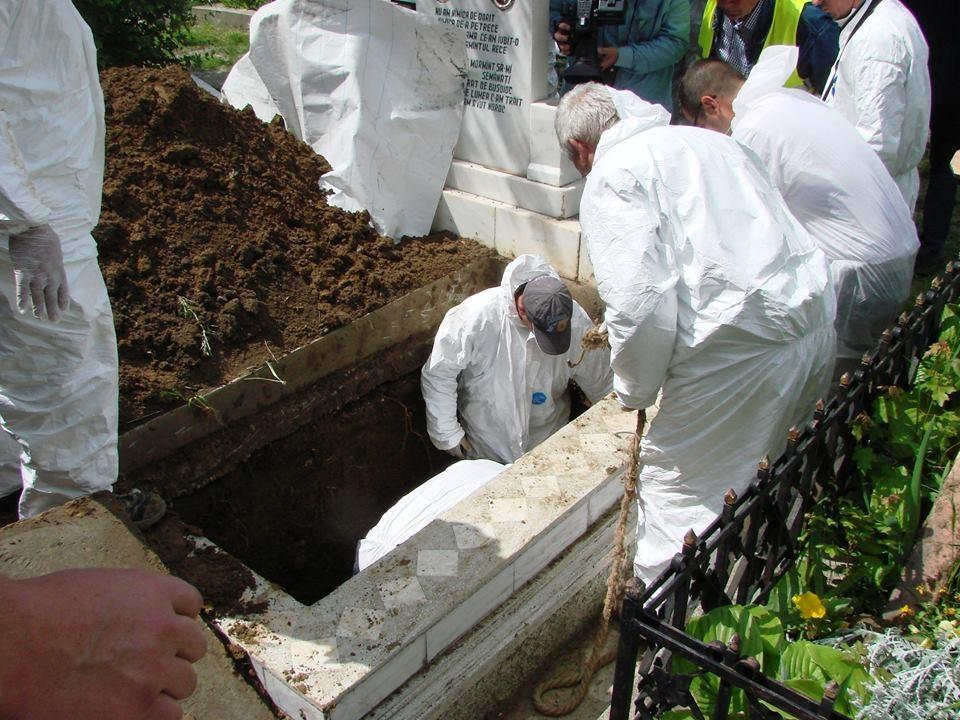 deshumare mugur calinescu2
