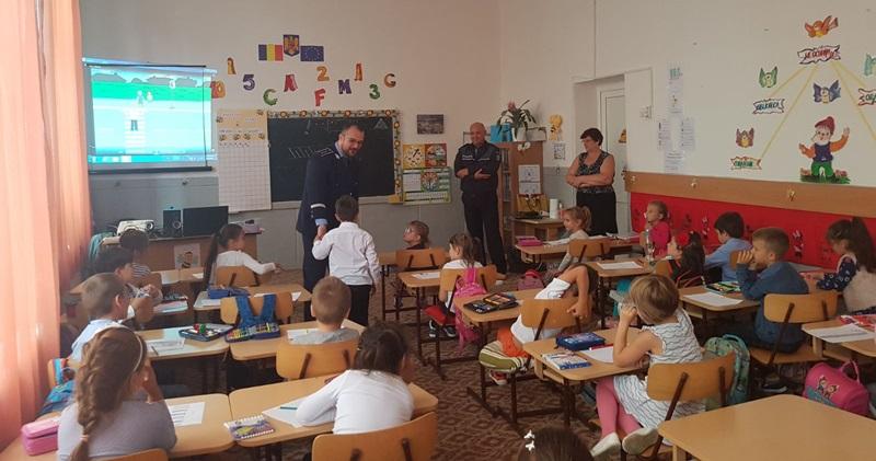 politisti, scoala, elevi